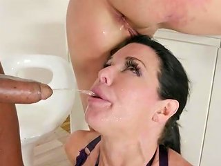 Nataly Gold Veronica Avluv Dap And Drink Lots Of Piss
