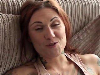 Skanky Alternative Brit Enjoy Fingerfucking Herself