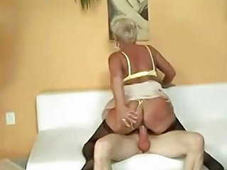 Granny Gets Help From Repairman Free Porn 8d Xhamster
