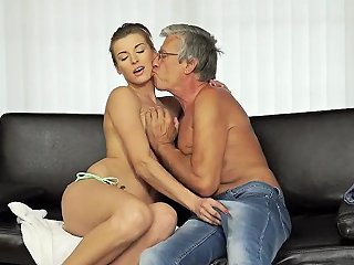 Mom And Playmate Same Bed Sex With Her Boyduddys Father After Swimming Pool