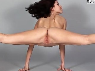 Stretching While Posing Free Amateur Hd Porn 5a Xhamster