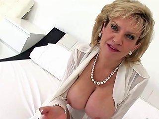 Unfaithful British Mature Gill Ellis Reveals Her Oversi Porn Videos