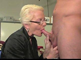 Junger Angestellter Muss Seine Milf Chefin Ficken Porn 7d