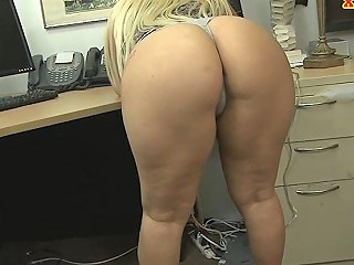 Bubble Butt Woman Drilled By Pawn Dude In The Back Room