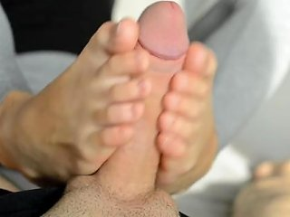 Teen Girlfriend Use Her Sexy Oiled Feets And Hands