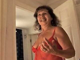 Busty Granny Giving A Nice Tugjob In Close Up Nuvid