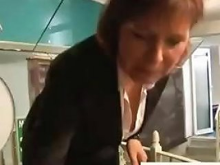 Brunette Milf Finds A Dude In Her Swimming Pool And Blows Drtuber