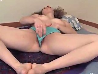 Curly Haired Yanks Nina 039 S Rough Clit Play