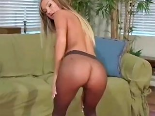 Amy Reid Show Her Pantyhose Prowess Drtuber