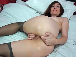 Pretty Mature Babe In Lipstick And Stockings Plays With Her Pussy
