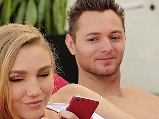 Vixen Kendra Sunderland Cheats The Second Her Boyfriend Leaves