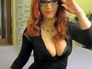Hot Redhead Flashing Great Ass