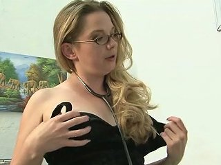 Dominant Pawg Makes Her Slave Worship Her Feet And Armpits
