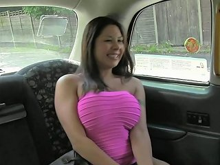Squirting Taxi Babe Fucked On The Backseat