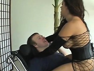 Athletic Babe Smothering And Facesitting On Inferior Dude