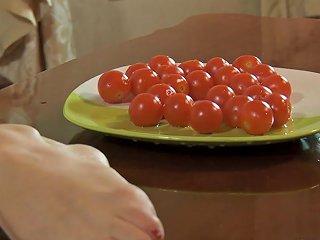 Hairy Kristina Masturbates Her Bush While Eating Food