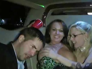 Amateur Sex In Back On Limo