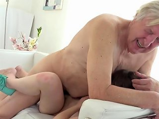Old Goes Young Luna Rival Gets Fucked While She Vacuums The Rug Porn Videos
