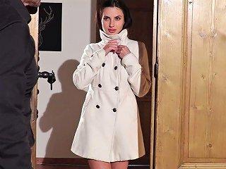 Juicy Pretty Looking Beauty Aliana Masturbates For Her Client