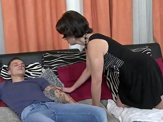 Mom Wake Up And Seduce Lucky Son Free Hd Porn 79 Xhamster