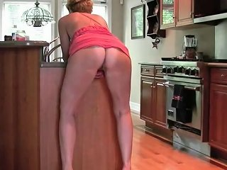 Alluring Cougar Doing What She Does Best 15 Free Porn 7f