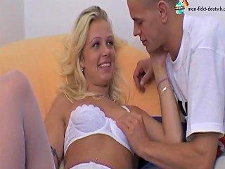 Viviane Schmitt Treibt Es Wild Auf Dem Sofa Free Porn D7