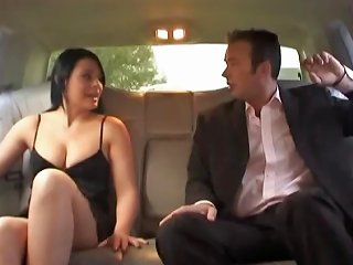 Sex In The Back Of A Limo Is Not The Most Comfortable Thing Drtuber