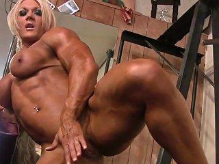 Female Bodybuilder Lisa Cross Plays W Her Fucking Big