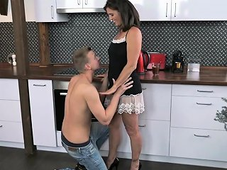 Vintage Pussy Mariana Gets Banged Deeply By Strong Joshua