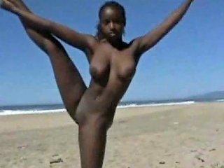 Busty Ebony Amateur Hottie On The Beach Doing Acrobatic Tricks