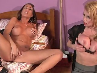 Hot Schoolgirls Juelz Ventura And Capri Cavalli Have A Lesbian 3some