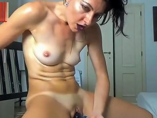 Amateur Milf Making Herself Squirt With A Hitachi