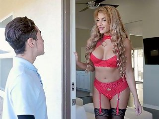 Fabulous MILF Mercedes Carrera Gets Intimate With Delivery Guy