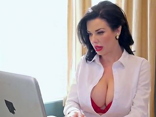 Bold White Lady Of 45 Yo Veronica Avluv Is Ready For Interracial Double Penetration