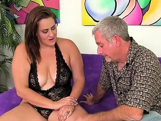 Chubby Babe Takes A Dick In Her Mouth And Cunt Drtuber