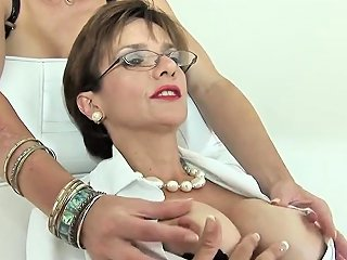 Unfaithful British Mature Lady Sonia Shows Her Giant Tits Drtuber