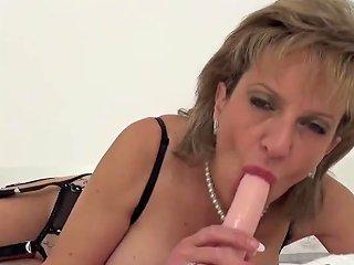 Unfaithful British MILF Lady Sonia Shows Off Her Huge B Porn Videos