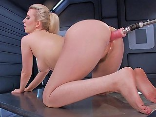 Tight Pussy Expanded By Fucking Machine